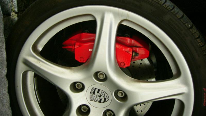Bromssystem i bilar tryck